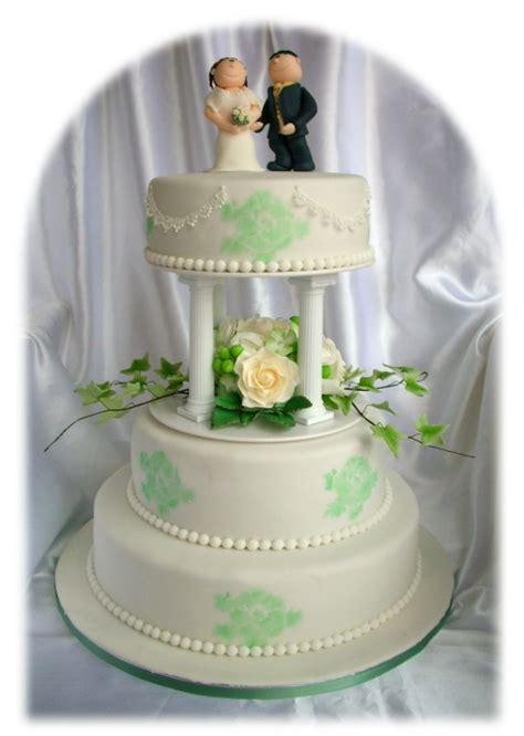 Hochzeitstorte Wei Gr N by Hochzeitstorte In Wei 223 Gr 252 N Mit Kalien Pictures To Pin On