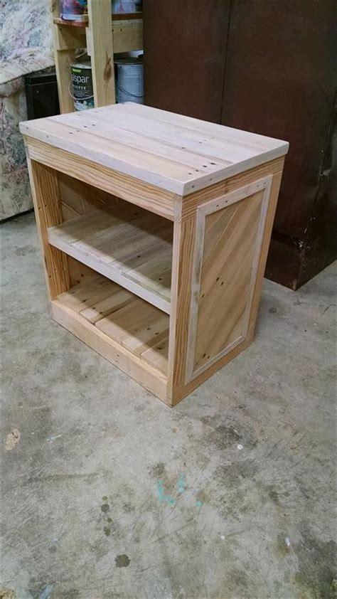 Diy Nightstand by Diy Pallet Nightstand Or Side Table