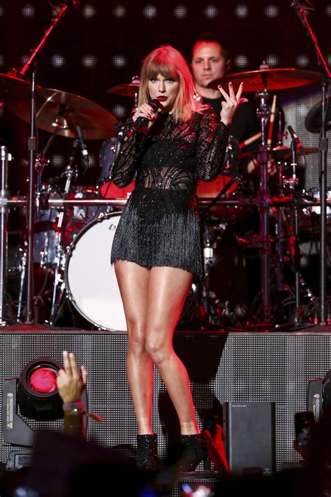 taylor swift concert uk 2017 taylor swift s pre super bowl show might be her only in