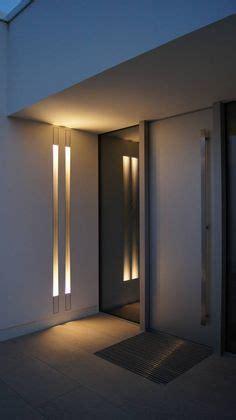moderne wandbeleuchtung puristischer eingangsbereich mit raumhoher t 252 r eingang