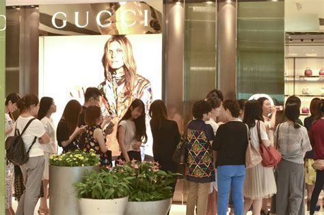 Gucci To Open Six New Stores In China In 2007 by Gucci Launches 50 Discount In China 1 Chinadaily Cn