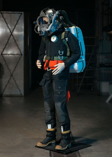 dive suits a navy diving suit that recycles wasted oxygen and helium