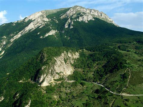 montagna dei fiori nella valle castellana tra storia e natura parco