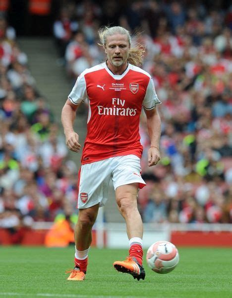 Arsenal Legends emmanuel petit arsenal arsenal legends 4 2 milan glorie