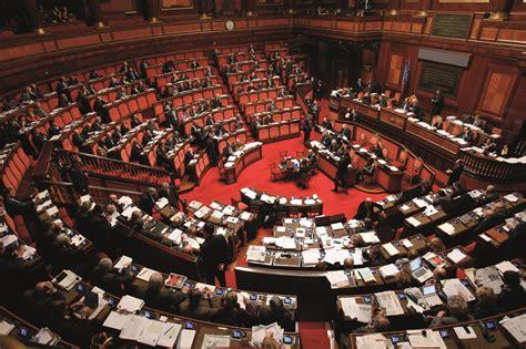 dei deputati numero costi della politica in italia dimezzare il numero di
