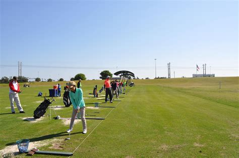 learning golf swing cogsm students attend a swing golf clinic at the pga
