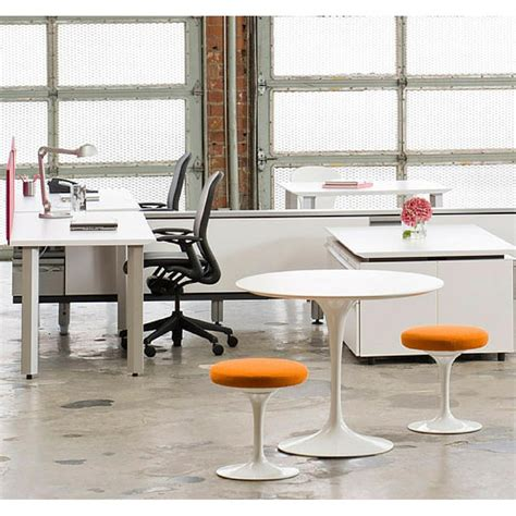 eero office saarinen round pedestal table knoll modern furniture