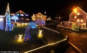 100 000 fairy light spectacular every house in cul de sac