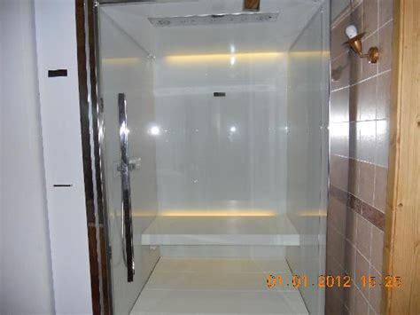doccia con varicella cementine esagonali bagno duylinh for