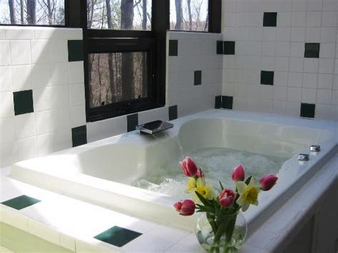 hotels with oversized bathtubs ash cave picture of hocking hills resort south