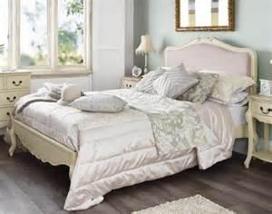 la t 234 te de lit baroque pour un sommeil royal