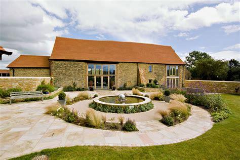 contemporary barn conversion in 12 modern home - Scheune Orr