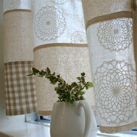 tende di lino con inserti all uncinetto meravigliose tende shabby realizzate con i centrini all