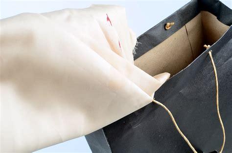 blut aus matratze entfernen blut aus satin bettlaken entfernen wikihow