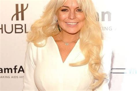 chatter busy lindsay lohan to host quot saturday night live