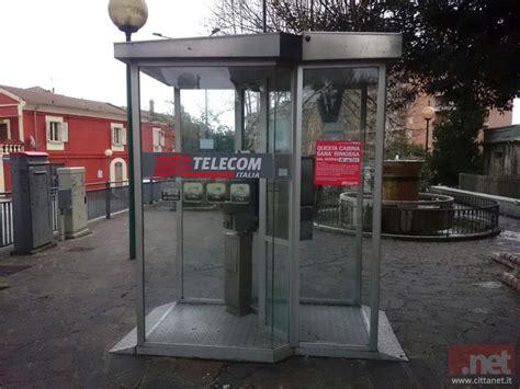 cabina telefonica italiana una signora sessantenne ci abbandona diciamo addio