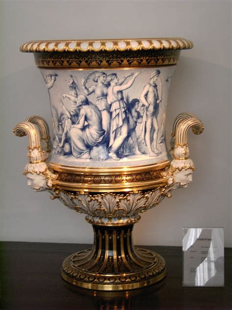 An Antique Urn With More Elaborate Designs And Finishing Pieces Also An Earlier Would Vases Design Ideas Porcelain Vase Antique Ideas Porcelain Vases For Sale Vintage