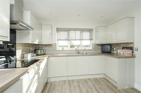 Gloss Kitchens Howdens by Howdens Contract Kitchens