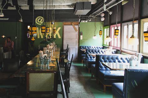 khar social cafe  bar mumbai chuzai living