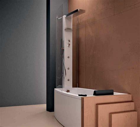 vasca da bagno con doccia vasca doccia combinata la soluzione perfetta tutto in uno