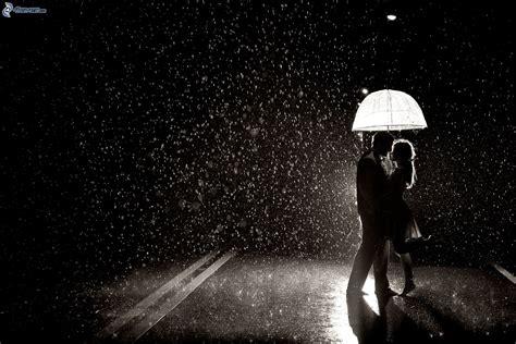 imagenes blanco y negro lluvia pareja en la lluvia