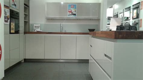 cuisines 駲uip馥s darty notre d 233 stockage de grandes marques darty perpignan vous