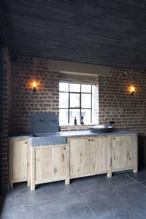 keukenblok tuin keukenblok met oude spoelbak in blauwe hardsteen home