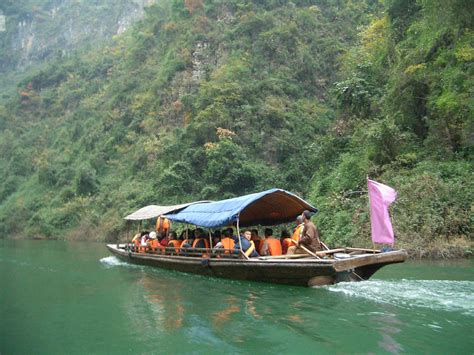 empties water from boat luxury river cruise in china