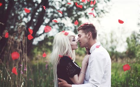 romantic couple wallpaper love is everything most romantic couple love photographs 35 pics
