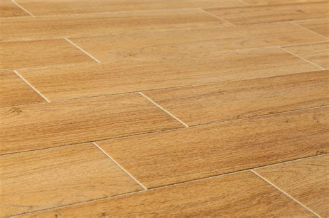 Fliesen Auf Holz by Porcelain Tile Wood Grain Flooring Roselawnlutheran