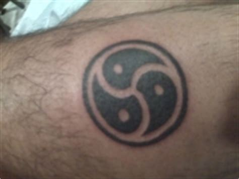 bdsm slave tattoo emblem is a design based on a triskele picture