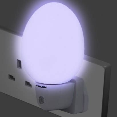 light plugs in led light with darkness sensor