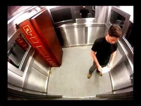 candid ascensore morto in ascensore candid