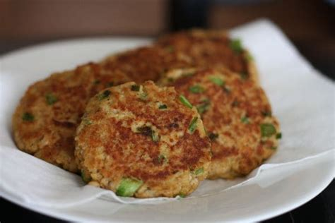 salmon patties with panko crumbs