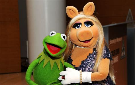 Kermit And Miss Piggy Meme - twitter reactions to miss piggy and kermit breakup