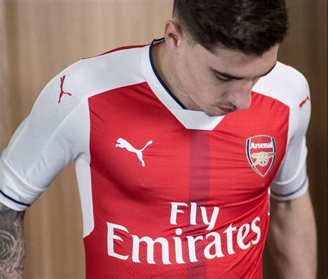 alexis sanchez kit number arsenal unveil new home kit for the 2016 17 caign as