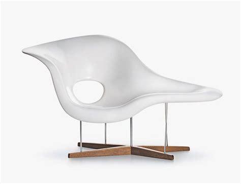 la chaises curvy elegance  charles  ray eames