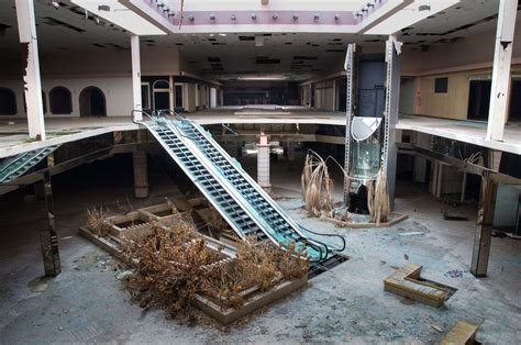 seph lawless rolling acres here s what a dead mall looks like in every season