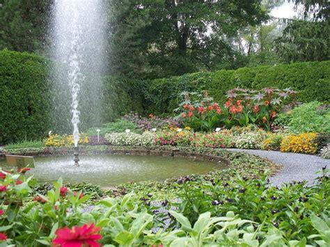 find  aas display garden  america