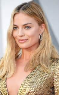 margo on new hair margot robbie proves that carpet updos are so
