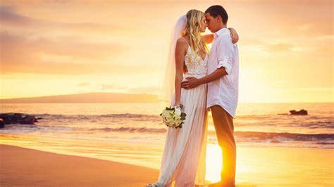 love couple ultra hd wallpaper couple love hug sea beach sunset hd love wallpaper