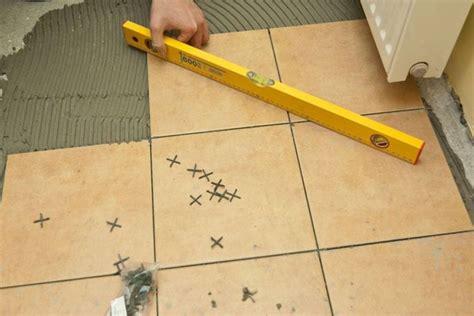 come si piastrella piastrelle per pavimenti interni pavimento da interni
