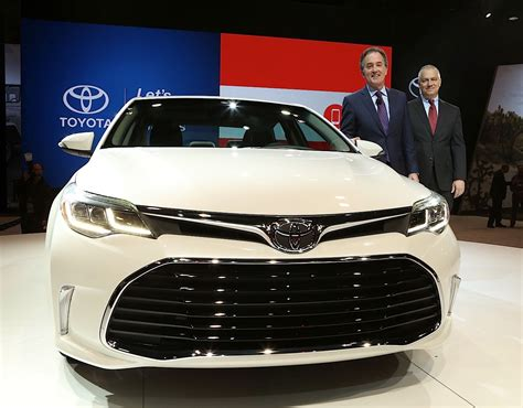 2016 auto show news chicago tribune 2016 toyota avalon shows off new face at chicago auto show