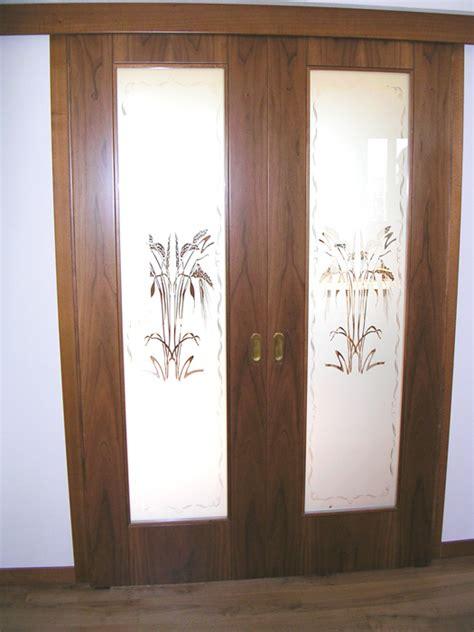 porte scorrevoli legno e vetro porta scorrevole vetro e legno con vetro sabbiato decorato