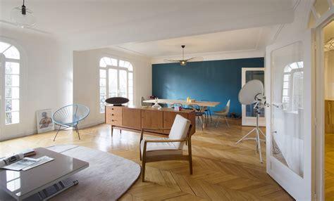 Ordinaire Salle De Bain Style Nordique #1: Agence-Avous-Appartement-design-nordique-double-salon-meuble-chine-annee-50-mur-bleu-canard.jpg