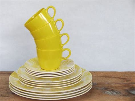 Plastic Patio Dishes by 25 Best Ideas About Outdoor Dinnerware On