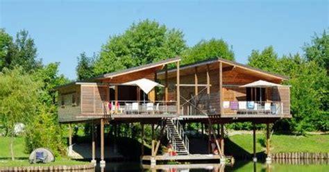 terrasse 40m2 permis construire la terrasse sur pilotis suspendue au dessus de l eau ou