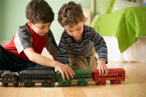 imagenes de niños jugando y compartiendo ense 241 a a tu hijo a compartir sus cosas beb 233 s y ni 241 os
