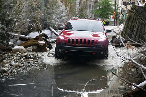 Jeep In River Jeep River In The City The Awesomer