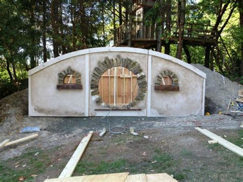 how to build a hobbit house this is how you build a hobbit house 22 pics
